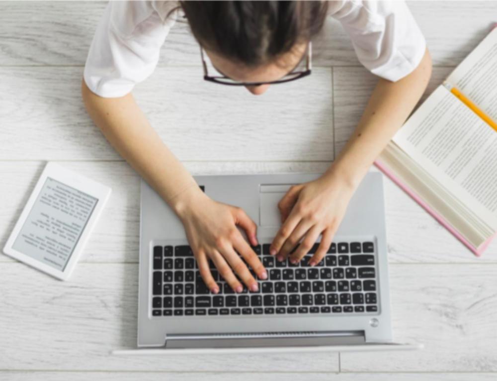 Virant des de la presencialitat a la formació online